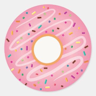El buñuelo rosado con el arco iris asperja pegatinas redondas