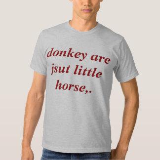 el burro es apenas pequeño caballo. remera