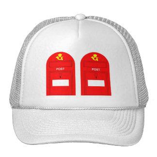 El buzón de correos rojo gorro de camionero