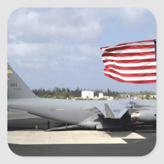 El C-17 Globemaster III se sienta en el en linea Pegatina Cuadrada