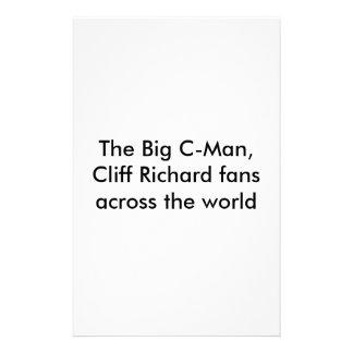 El C-Man grande, Cliff Richard aviva a través del  Papeleria