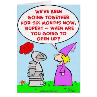 el caballero abre la fecha de la datación tarjeta de felicitación