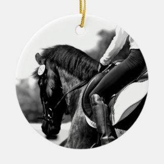 El caballo adorno navideño redondo de cerámica
