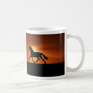 El caballo corriente taza básica blanca