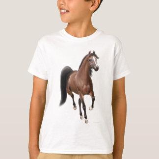 El caballo de bahía el trotar embroma la camiseta