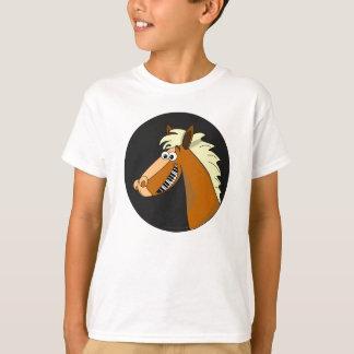El caballo del piano embroma la camisa