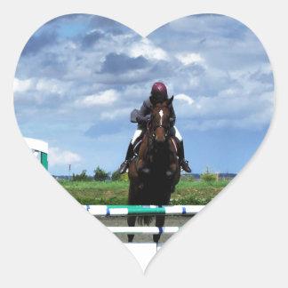 El caballo ecuestre salta pegatina en forma de corazón