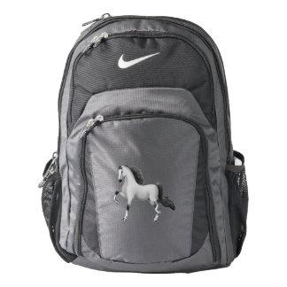 El caballo gris Nike de Saddlebred del americano Mochila