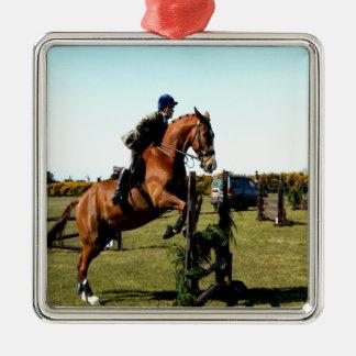 el caballo que salta a la meta supera dificultad adorno