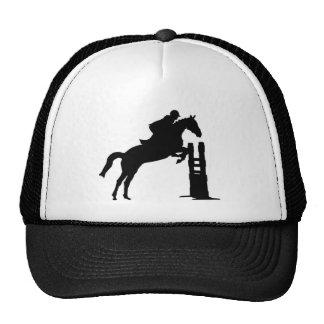 El caballo salta la silueta gorros