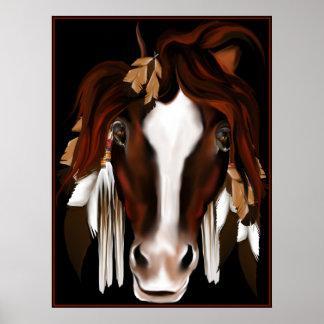 El caballo suave observa el poster