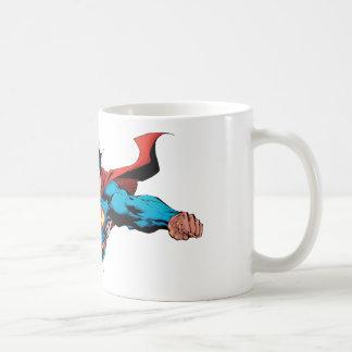 El cabo del superhombre vuela tazas de café