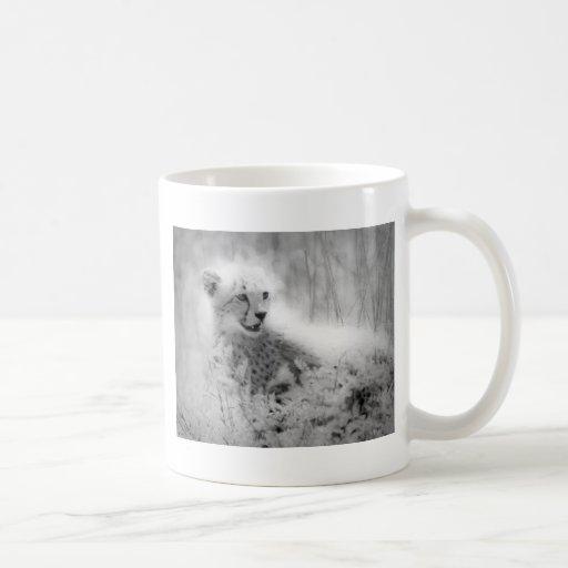 El cachorro del guepardo taza básica blanca