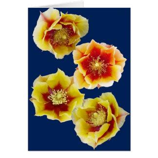 El cactus rojo y amarillo del higo chumbo florece  tarjeton