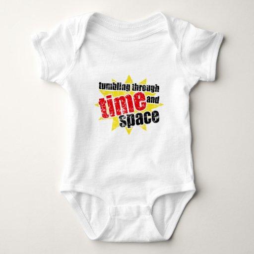 El caer a través de tiempo y de espacio body para bebé