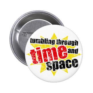 El caer a través de tiempo y de espacio pin