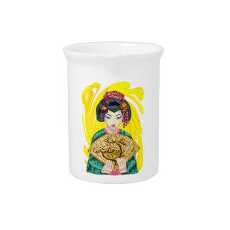 El caer en amor con el chica de geisha jarras para bebida