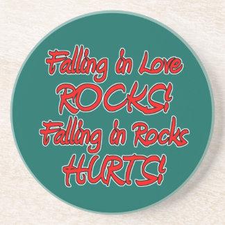 el caer en amor y rocas posavasos cerveza