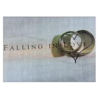 El caer en tabla de cortar del amor