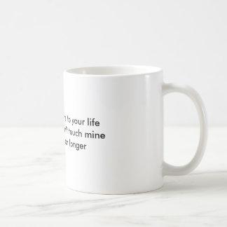 El café añade años a su lifeBecause si usted hace… Taza Básica Blanca