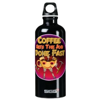 El café consigue el trabajo hecho rápidamente botella de agua