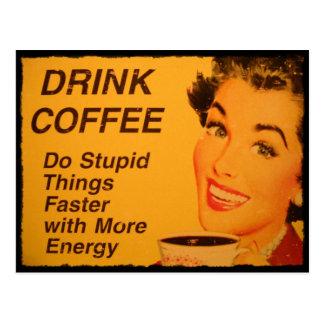 El café de la bebida hace cosas estúpidas más postales