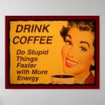 El café de la bebida hace cosas estúpidas más rápi poster