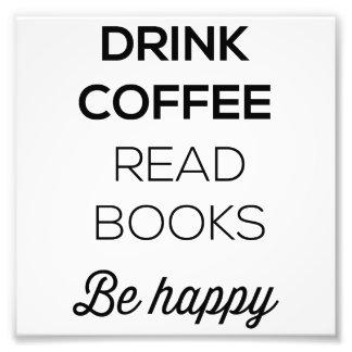 El café de la bebida leyó los libros sea feliz fotografía
