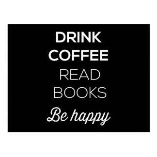 El café de la bebida leyó los libros sea feliz tarjeta postal