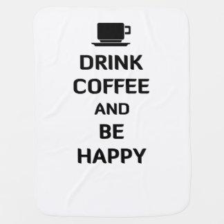 El café de la bebida y sea feliz mantita para bebé