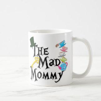 El café de la mamá enojada taza básica blanca