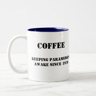 El café del paramédico taza de dos tonos