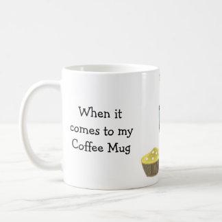 El café divertido que dice tamaño importa taza
