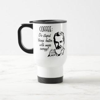 El café, hace cosas estúpidas más rápidamente taza de viaje