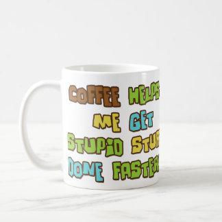 El café hace que hace la materia estúpida más taza básica blanca