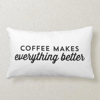 El café hace todo mejor - almohada de la cita