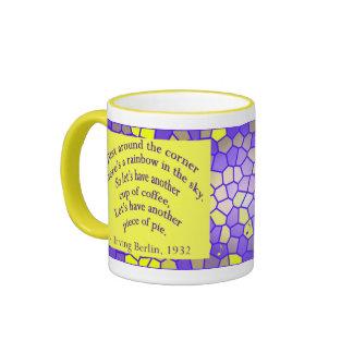 ¡El café le hace feliz! Taza De Dos Colores