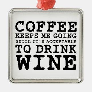 El café me guarda el ir hasta el vino adorno navideño cuadrado de metal