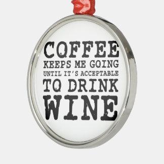 El café me guarda el ir hasta el vino adorno navideño redondo de metal
