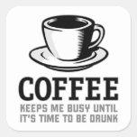 El café me mantiene ocupado hasta que sea hora de pegatina cuadrada