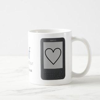 El café y el chocolate encienden el teclado taza