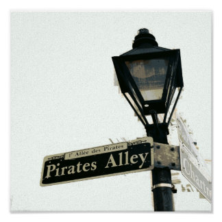 El callejón del pirata en negro y blanco póster