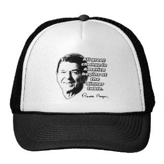 El cambio de la cita de Reagan comienza en la tabl Gorras