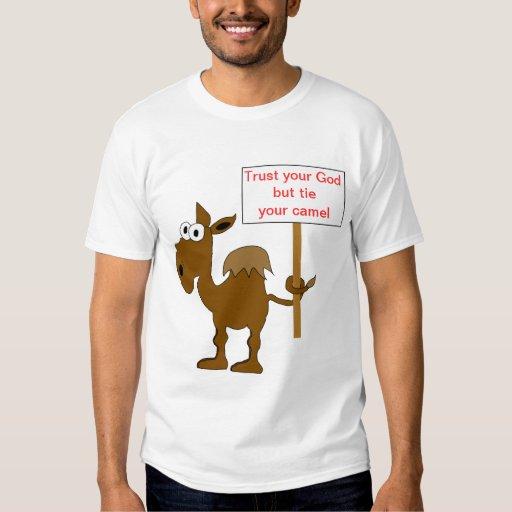 El camello con las mujeres de la muestra destruyó playeras