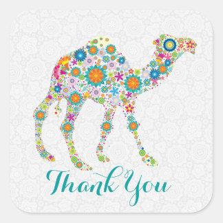 El camello floral retro colorido le agradece pegatina cuadrada