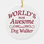 El caminante más impresionante del perro del mundo ornato
