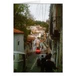 El caminar abajo del lado de la montaña en Taxco Tarjeta De Felicitación