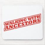 El caminar con los antepasados tapetes de raton