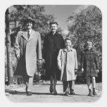 El caminar de la familia pegatina cuadrada