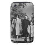 El caminar de la familia tough iPhone 3 protector
